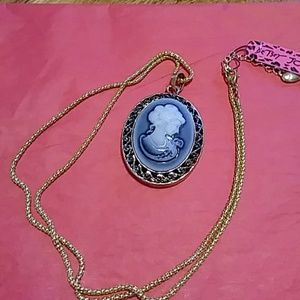 Stunning cameo necklace NWT
